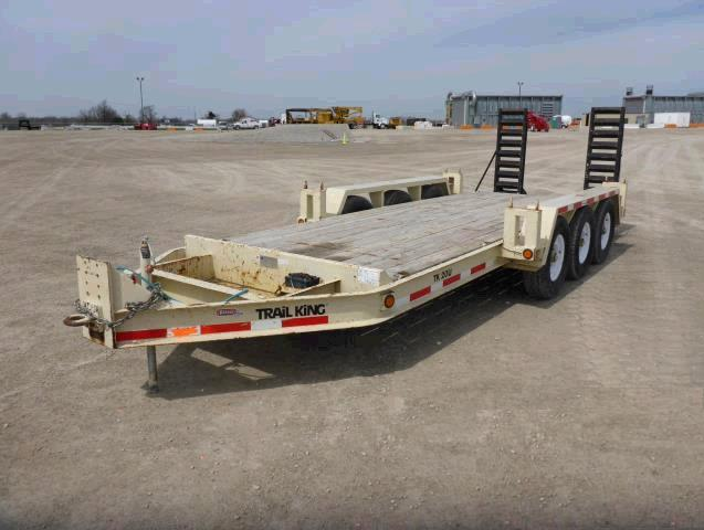Where to find Trailer, Triple Axle flatbed in Fort Madison