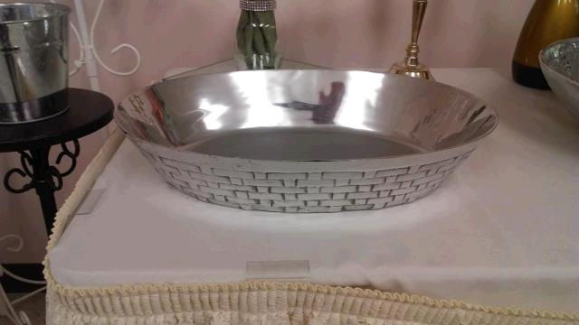 Where to find Serving Dish,Metal,Oval in Fort Madison